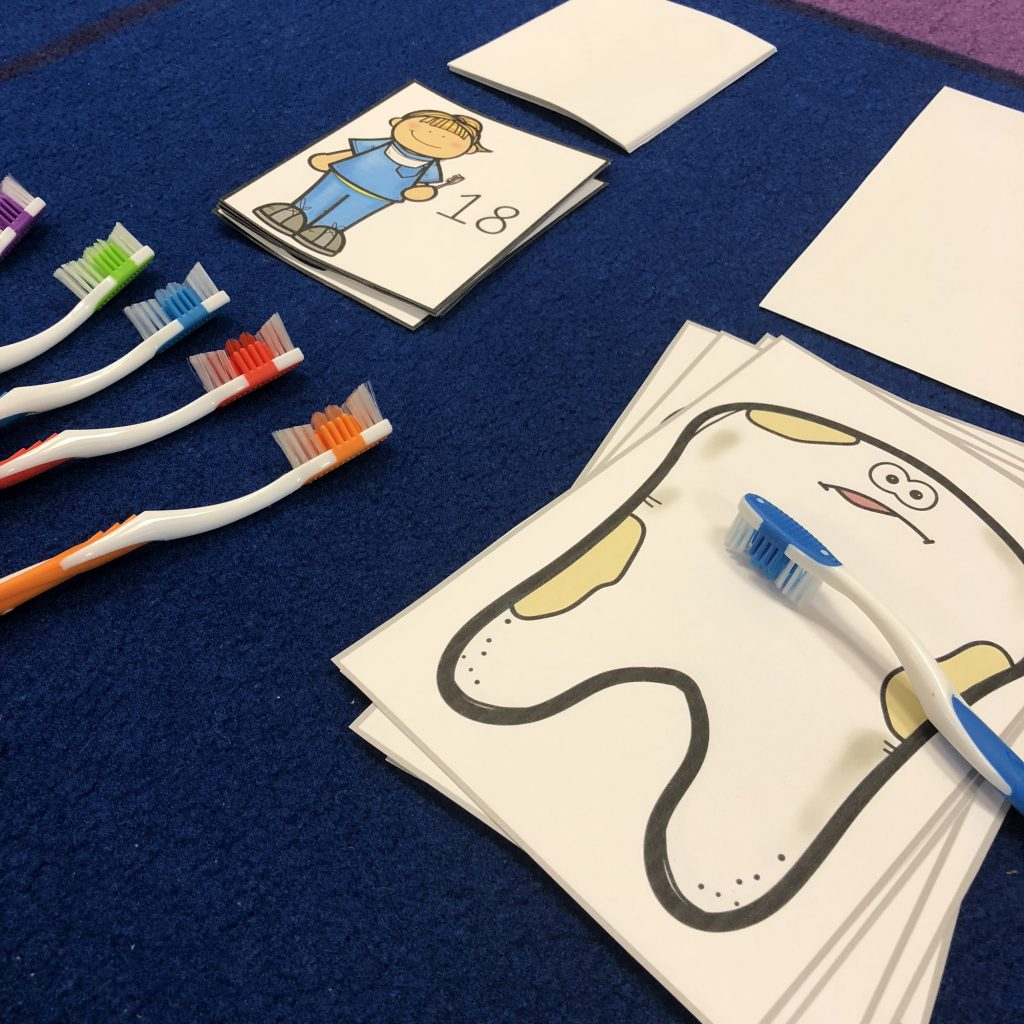 Toothbrush counting game to go along with The Tooth Fairy and El Ráton Pérez resource on TPT